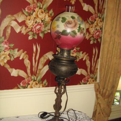 Lampe de table avec abat-jour en porcelaine fait à la main