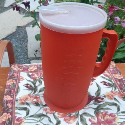 Pot à jus en plastique